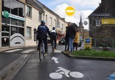 Image de la rue du Commerce en double-sens cyclable